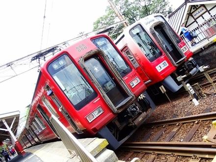 南海2000系 「戦国BASARA」 ラッピング車 & 2000系赤備え列車 (九度山駅)