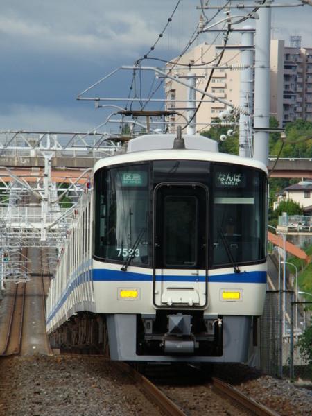 泉北高速7020系(栂・美木多駅から)