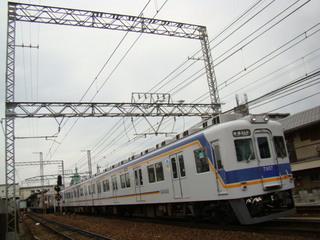 7100系(羽衣駅付近)