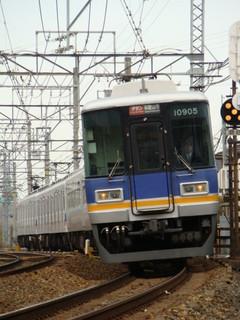 7100系+10000系サザン(羽衣7号踏切から)