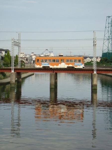 モ501形(石津駅近くの太陽橋から)