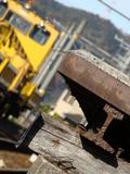貴志駅に配備されているモーターカーと貴志駅のホームの端。