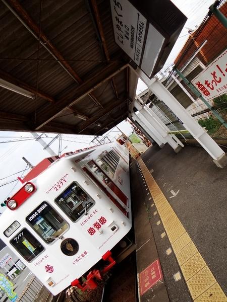 2270系いちご電車 (西山口駅)