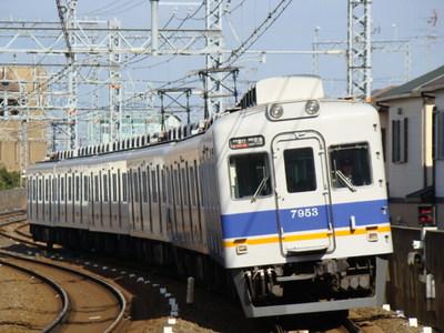 7100系(貝塚10号踏切から)