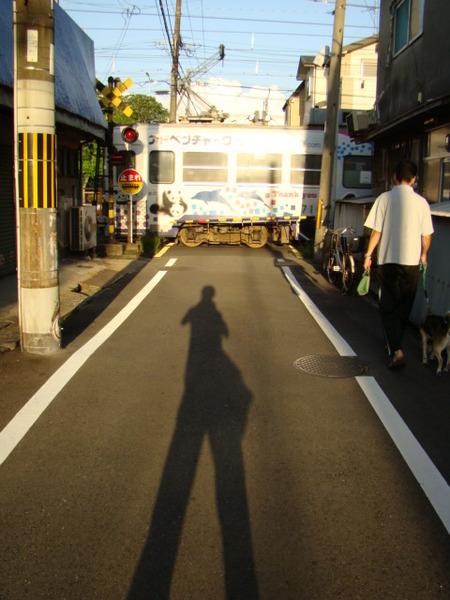 モ701形と風来坊の影(高須神社2号踏切)