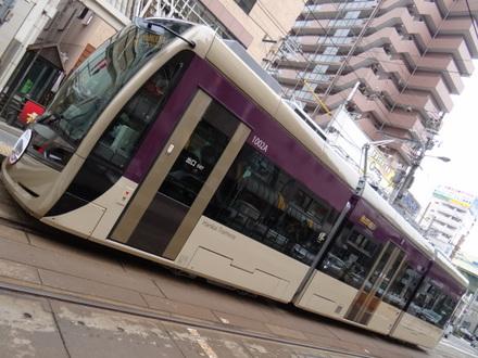 阪堺電軌1001形堺トラム 「紫おん」 (阿倍野駅)