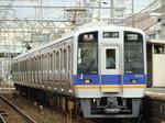8000系(北助松駅・上りホームから)