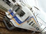 7000系(北助松駅・上りホームから)