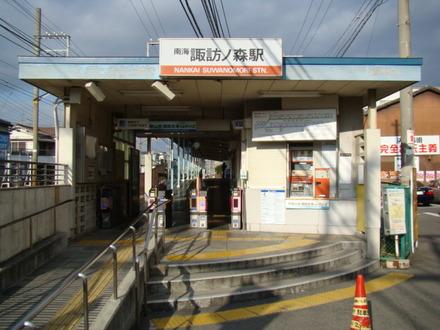 下り側の駅舎。ちなみに駅の上下をつなぐ通路はありません。