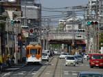 モ501形。高架の上を走るのは南海高野線の電車。(塚西〜東玉出)